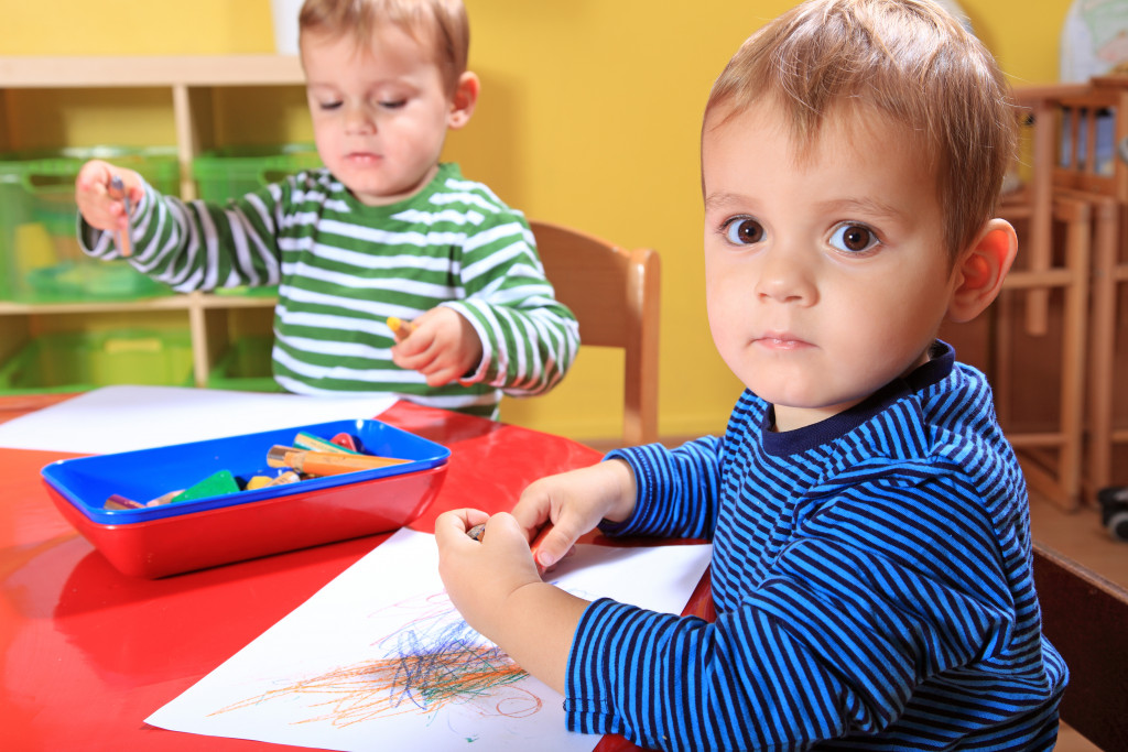 children doing arts and crafts